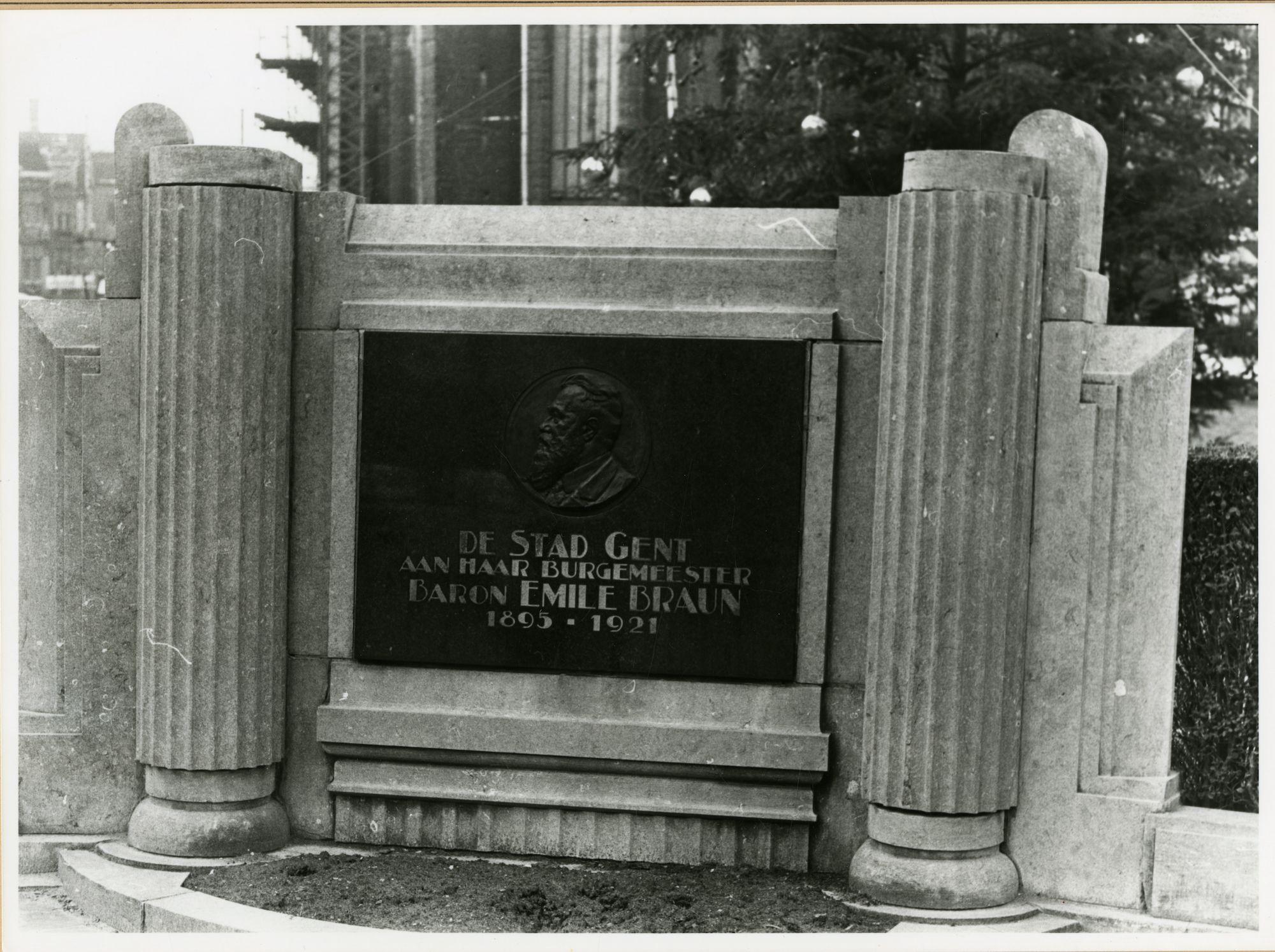 Gent: Emile Braunplein: Gedenkplaat/monument: Baron Emile Braun