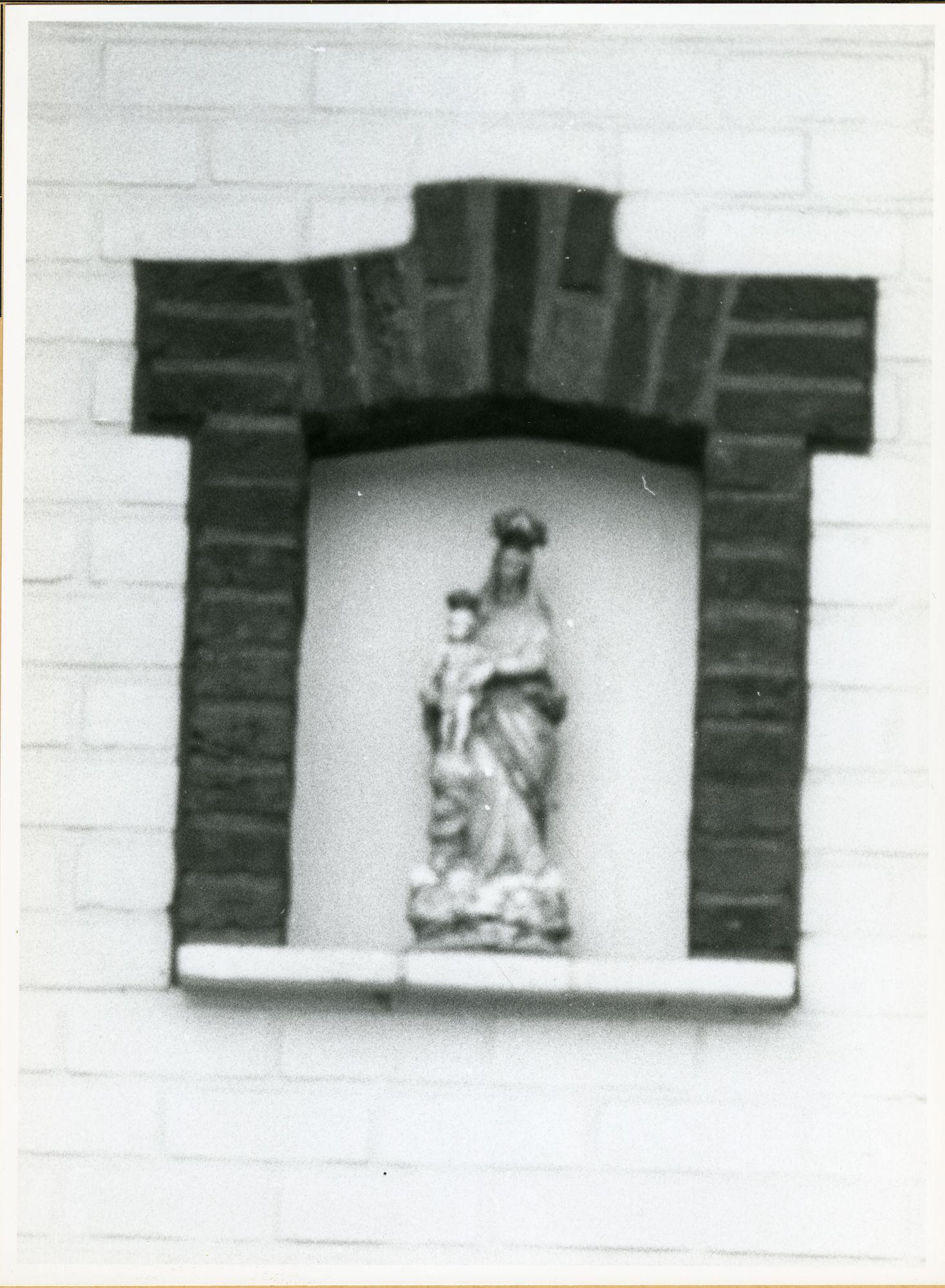 Mariakerke: Pinksterbloemstraat 49: Gevelbeeld, 1979