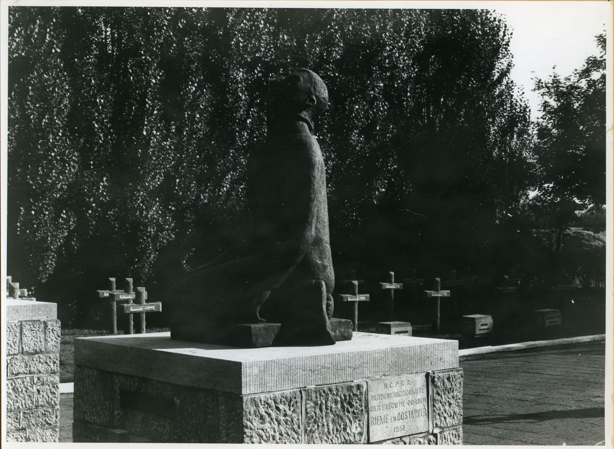 Oostakker: Gefusilleerdenstraat: Standbeeld, 1979