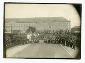 Melle: Brusselsesteenweg: College van de Paters Jozefieten: Ortskommandantur Melle: groepsportret van Duitse en officieren, februari 1916
