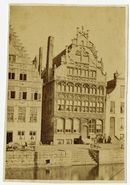 Gent: Graslei en Huis der Vrije Schippers, links een deel van het Korenmetershuis