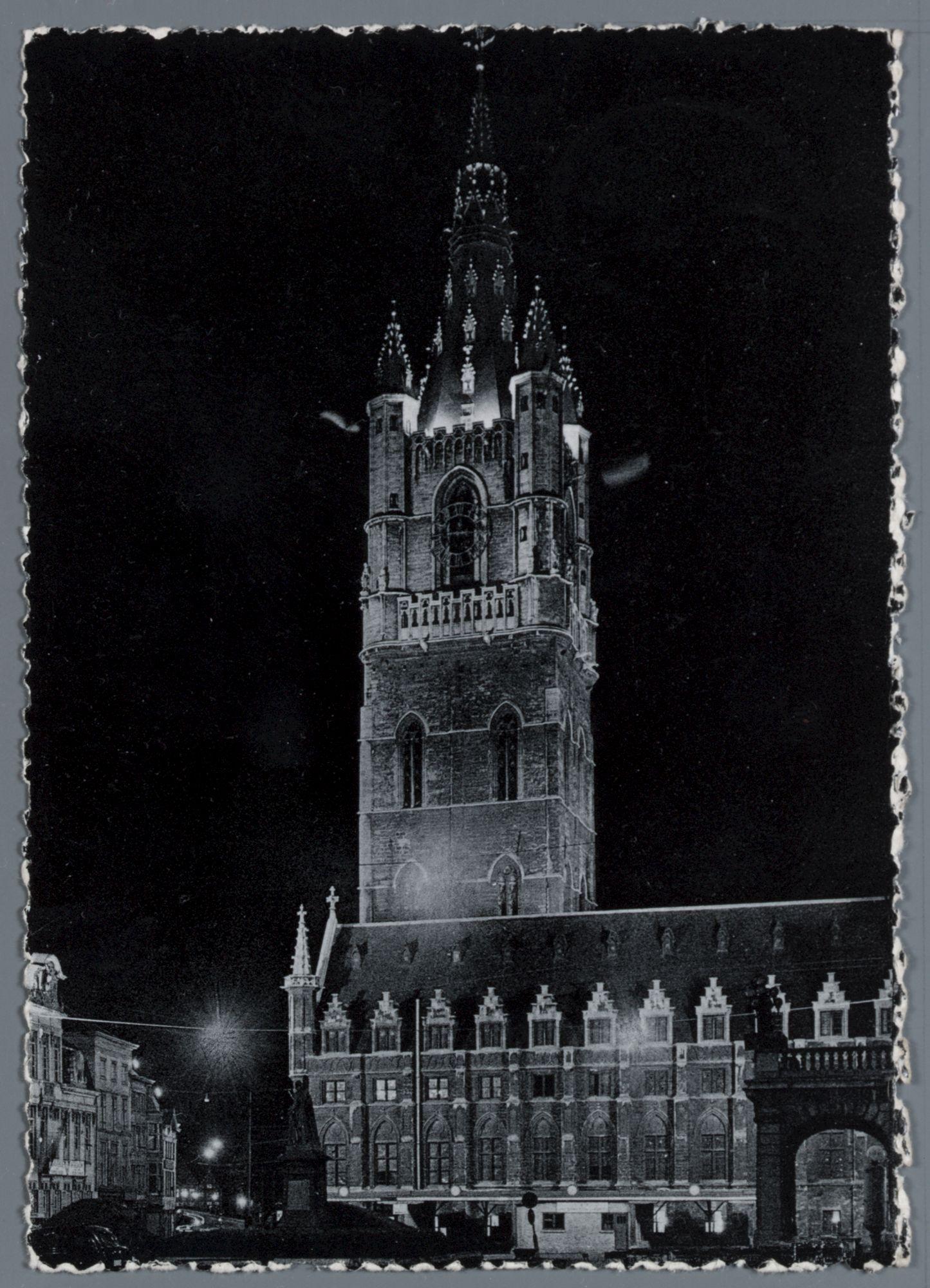 Gent: Belfort en Lakenhalle, 's avonds met verlichting