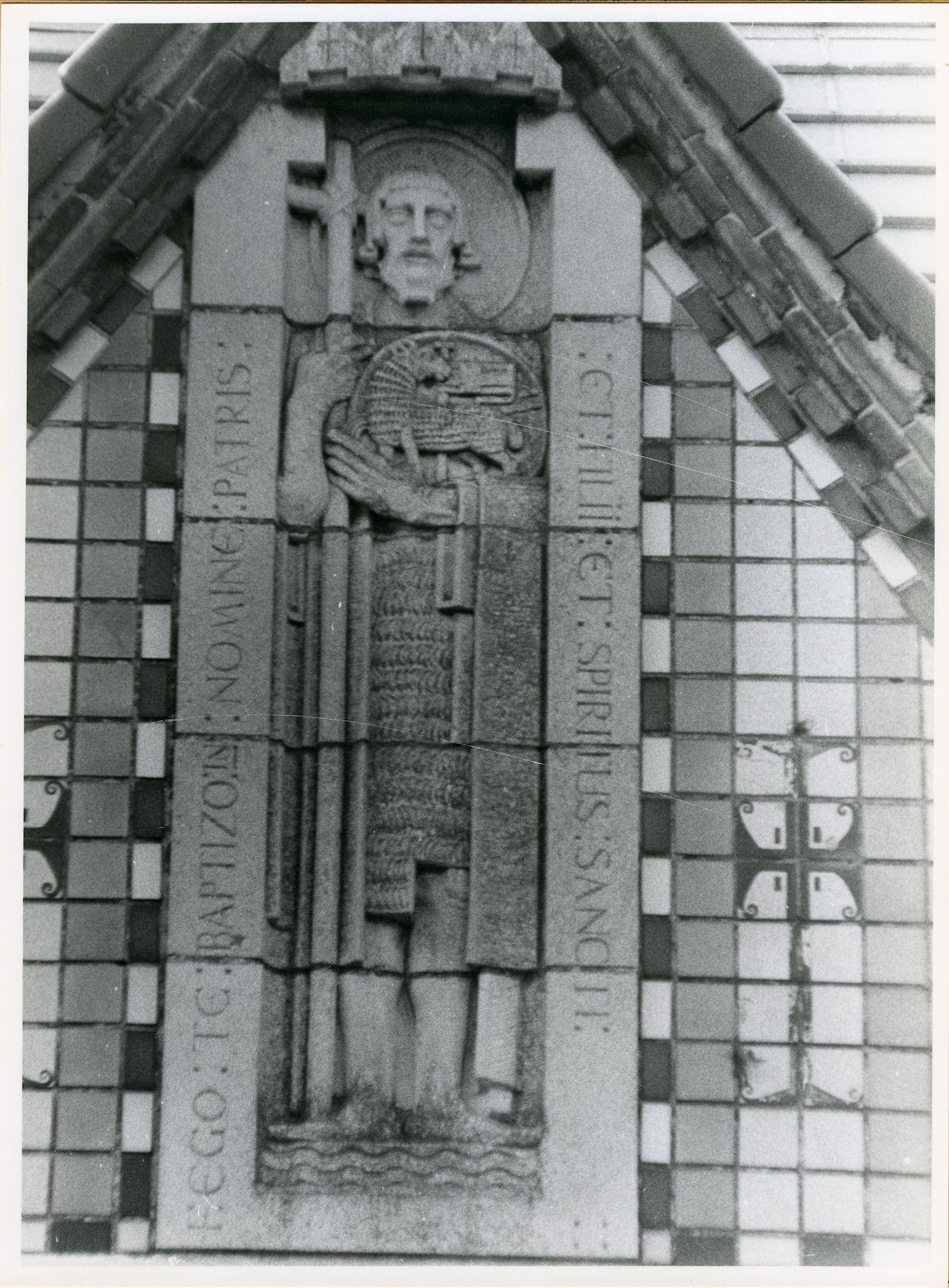 SInt-Amandsberg: Antwerpsesteenweg: Beeldhouwwerk, 1979
