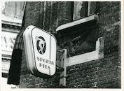 Gent: Vrijdagmarkt 17: Beeldhouwwerk, 1980