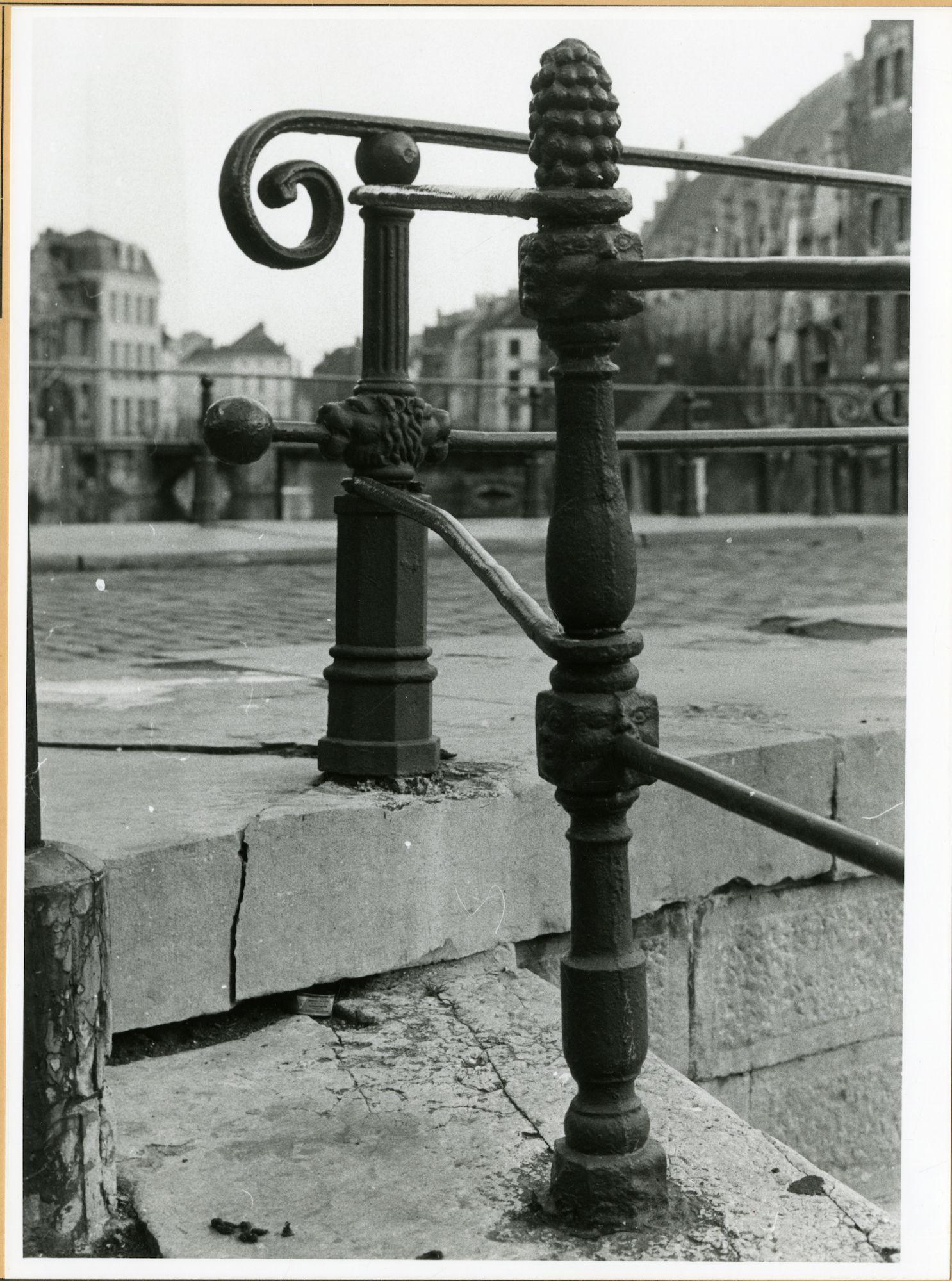 Gent: Korenlei: kaaileuning (balustrade)