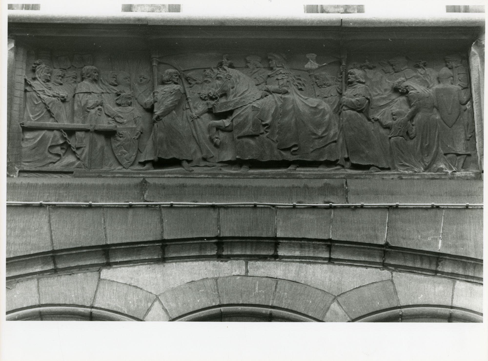 Gent: Belfortstraat 2: reliëf: bezoek van Edward III aan Gent, 1979