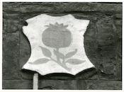 Gent: Hoogpoort: St-Jorishof: Cartouche: wapenschild van Granada, 1979