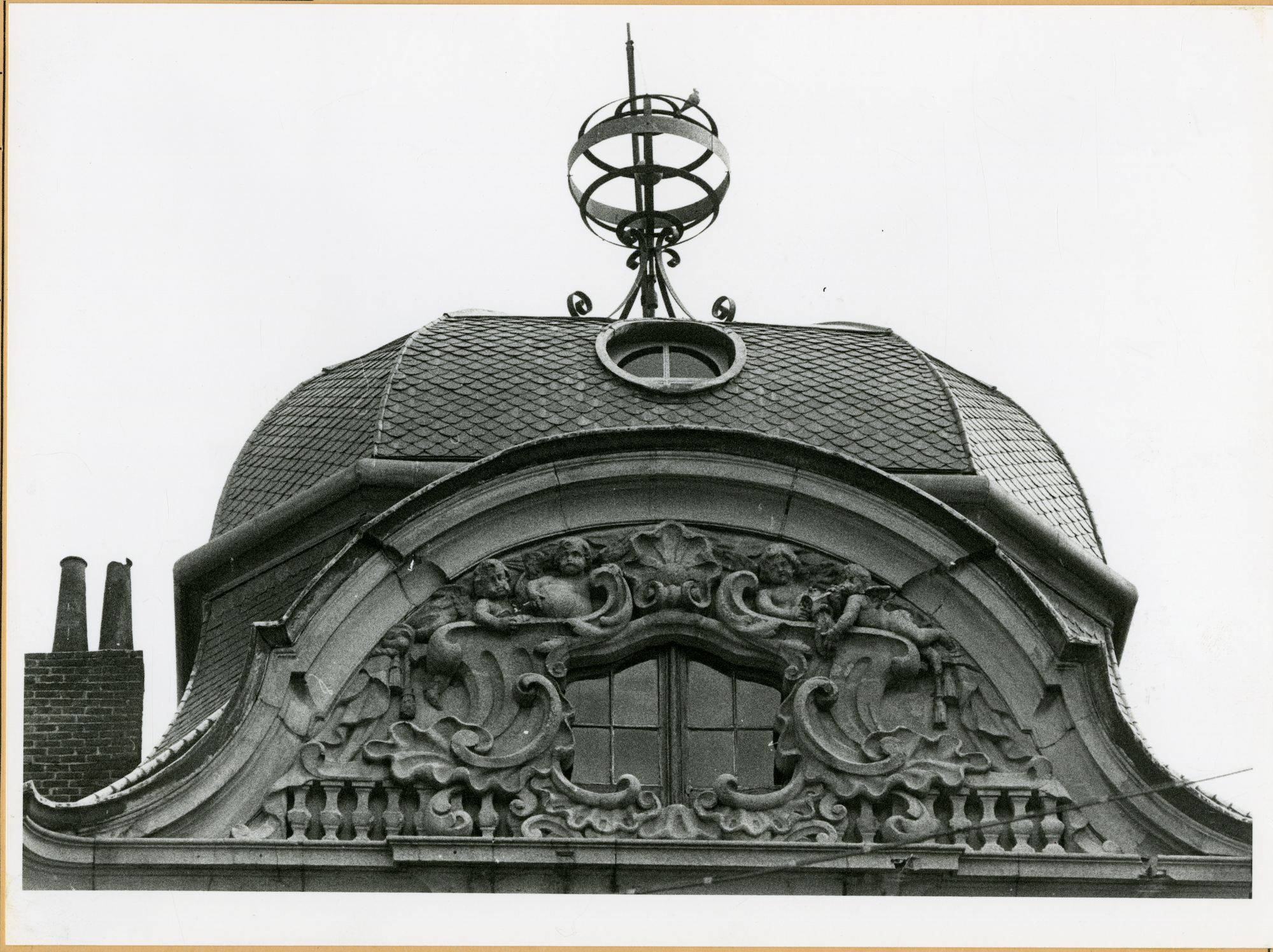 Gent: Koningstraat 18: Nokversiering