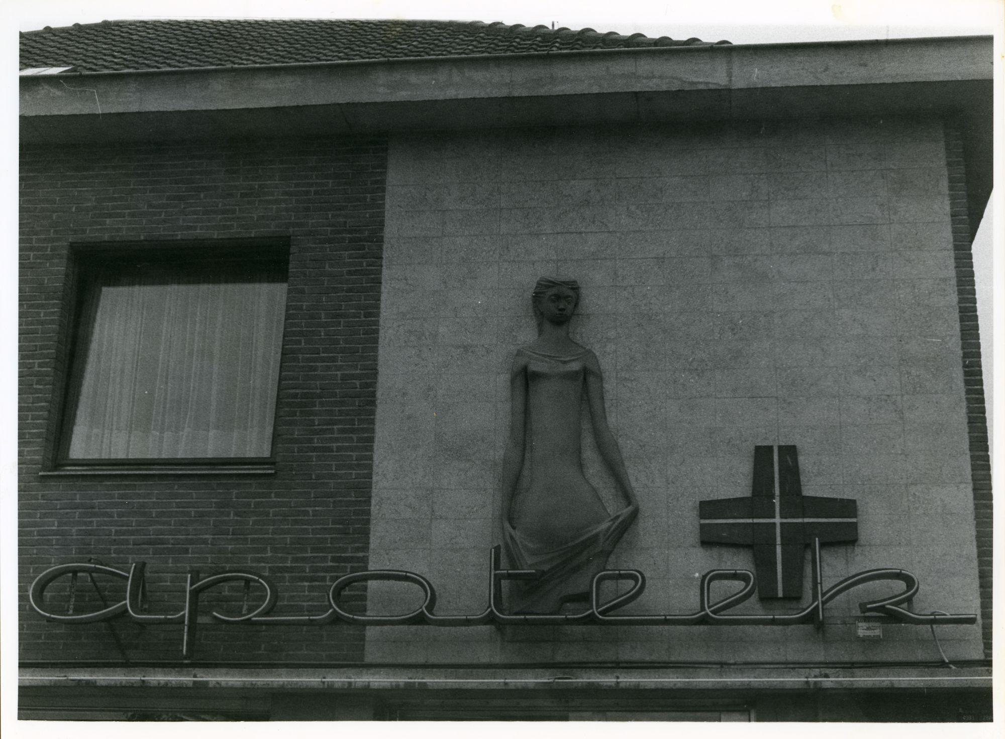 Gentbrugge: Braemkasteelstraat 2: Beeldhouwwerk, 1979