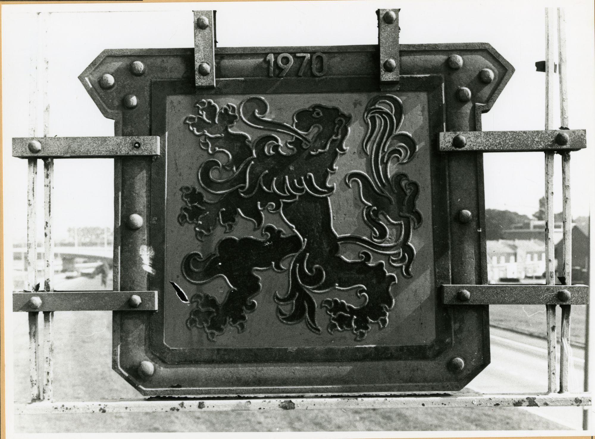 Gent: Corneel Heymanslaan: brug over autosnelweg: wapenschild, 1979