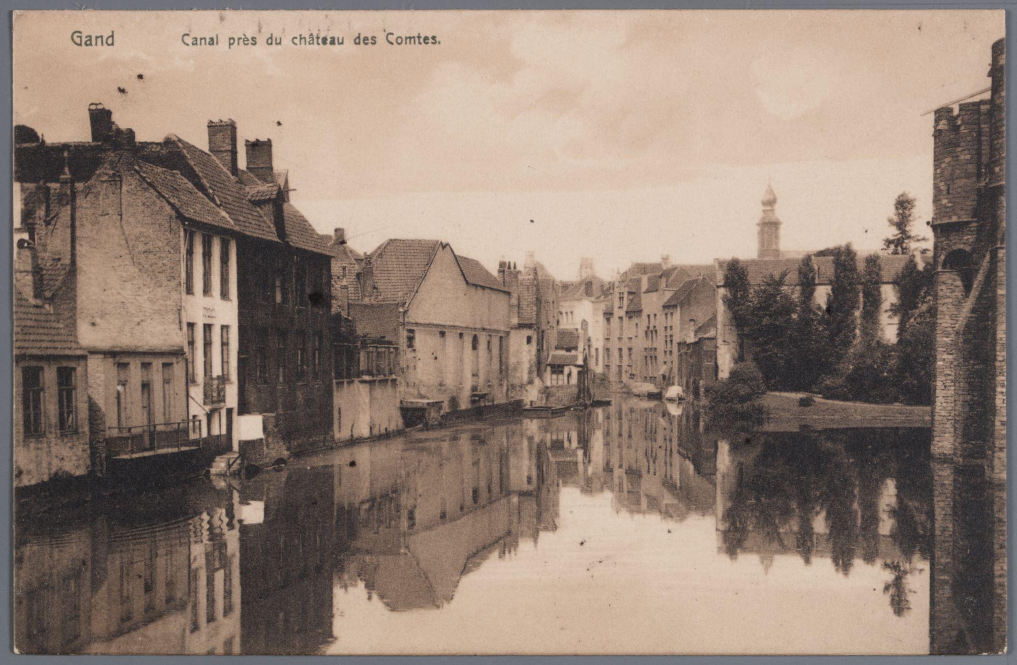 Gent: de Lieve met zicht op de achtergevels van het Gewad en het Gravensteen