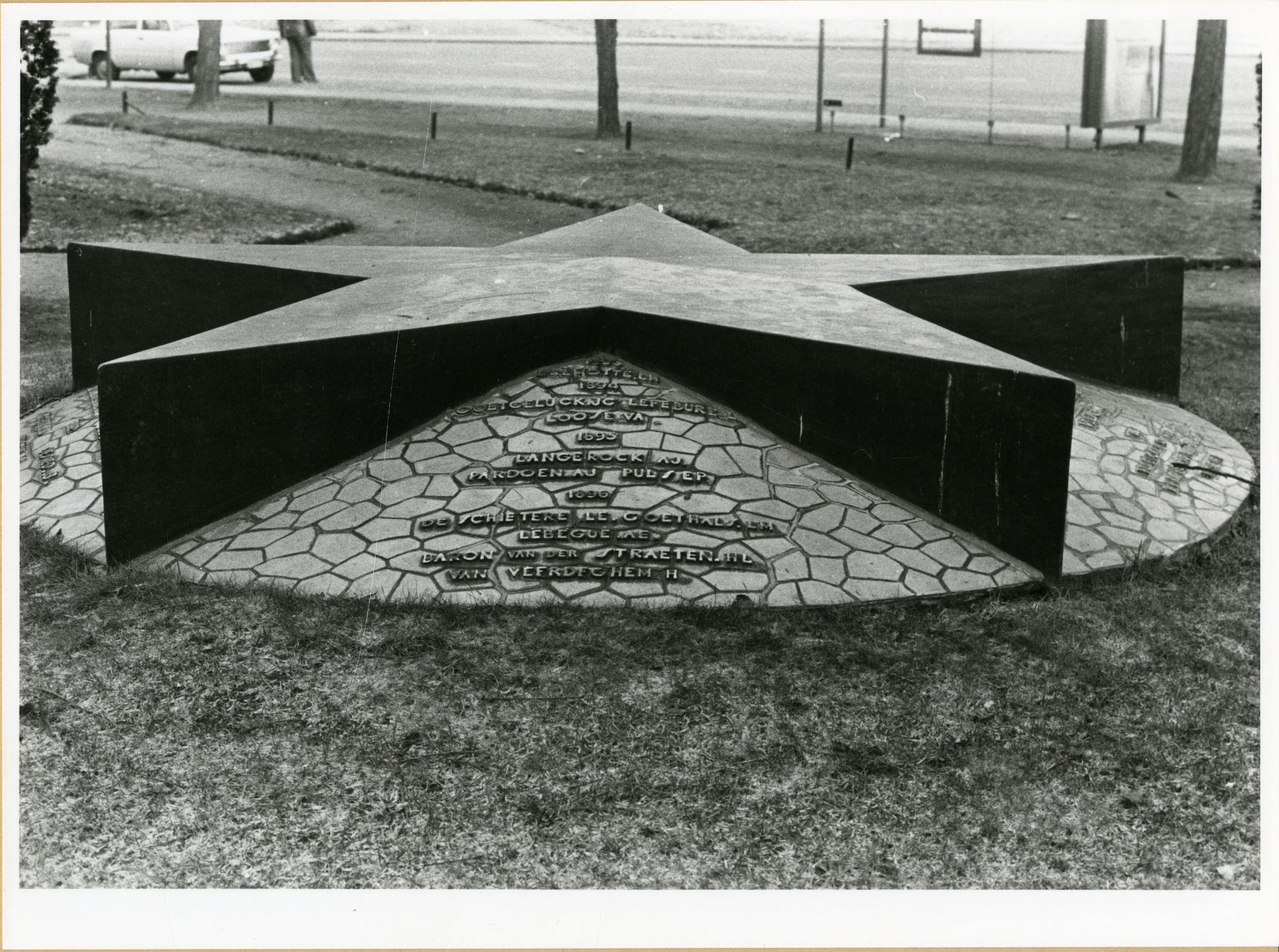 Gent: Franklin Rooseveltlaan: monument: gedenkteken der kolonialen