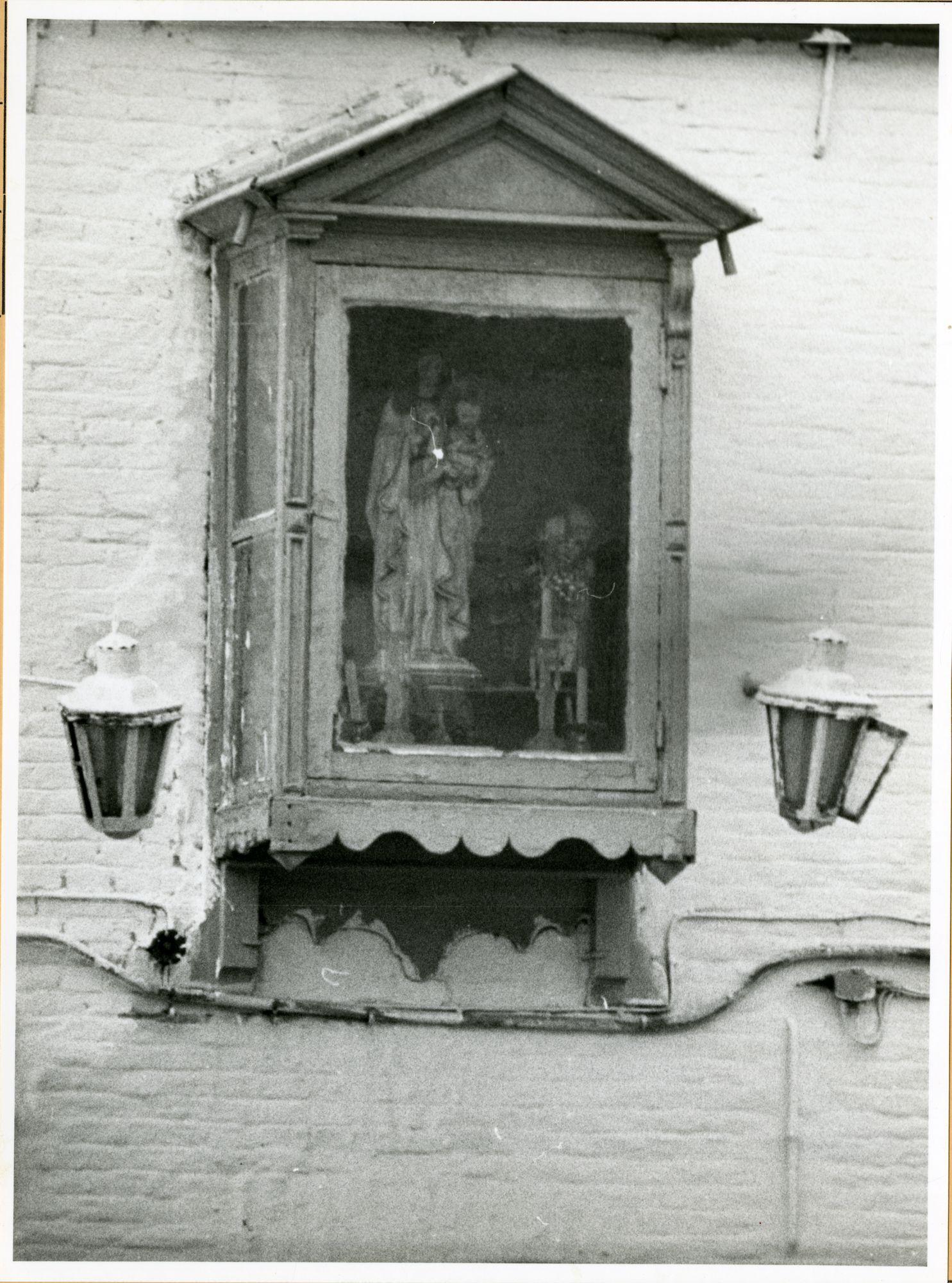 Gent: Goudensterstraat 111: gevelkapel: Onze-Lieve-vrouw, 1979