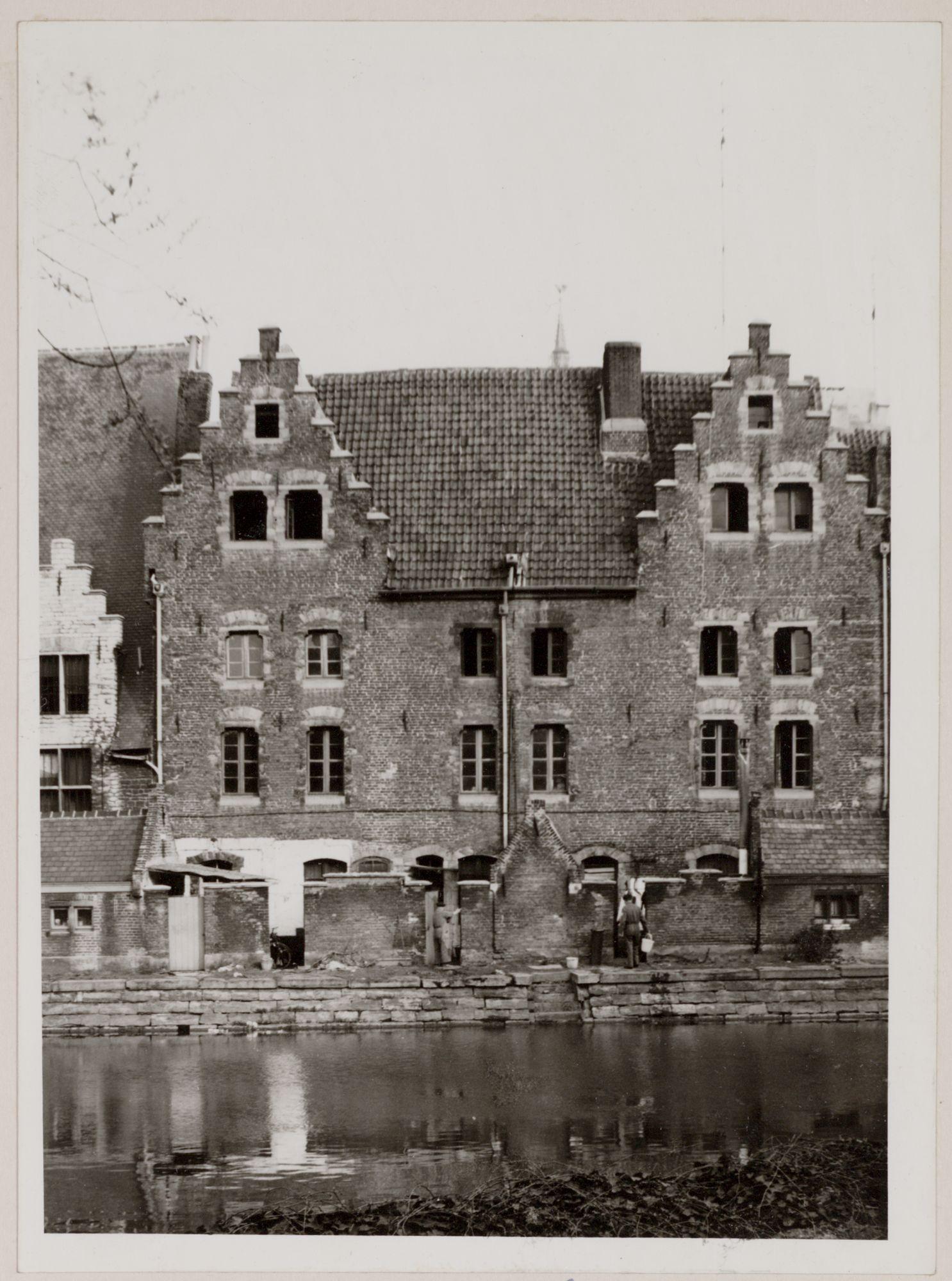 Gent: Leie en achtergevel van Het Spijker (Hooiaard)