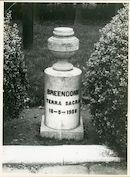 Oostakker: Gefusilleerdenstraat: Urn, 1979