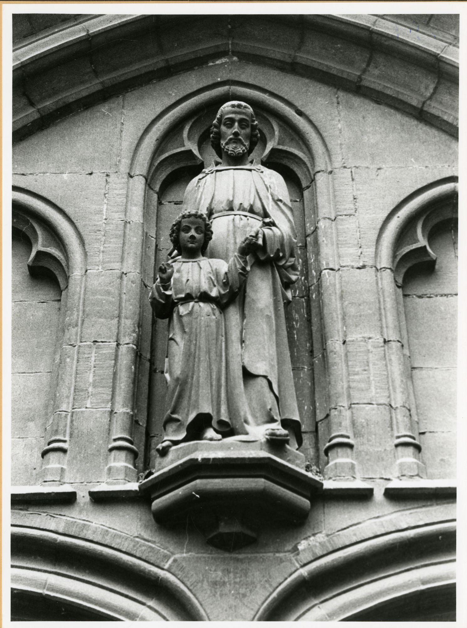 Gent: Bij St-Jacobs: Nis met beeld: Heilige Jozef met Kind