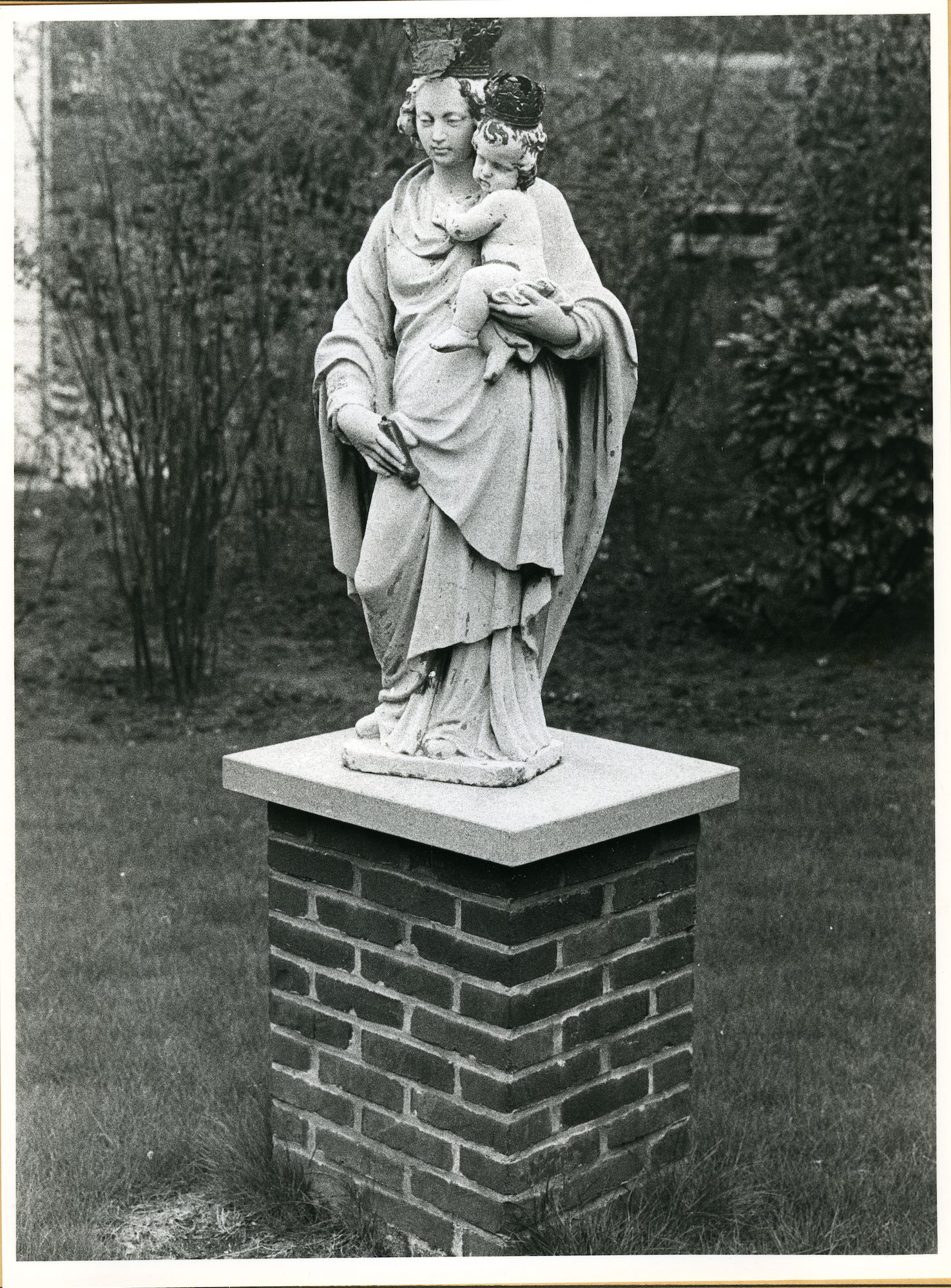 Sint-Amandsberg: Groot Begijnhof 73: Standbeeld