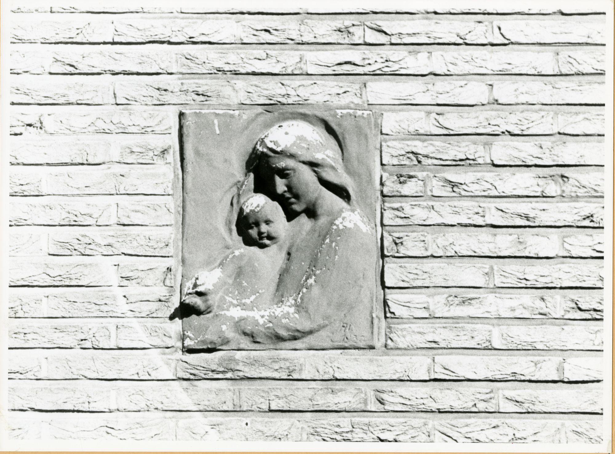 Gent: Drongensesteenweg 122: gevelsteen: Maria met kind