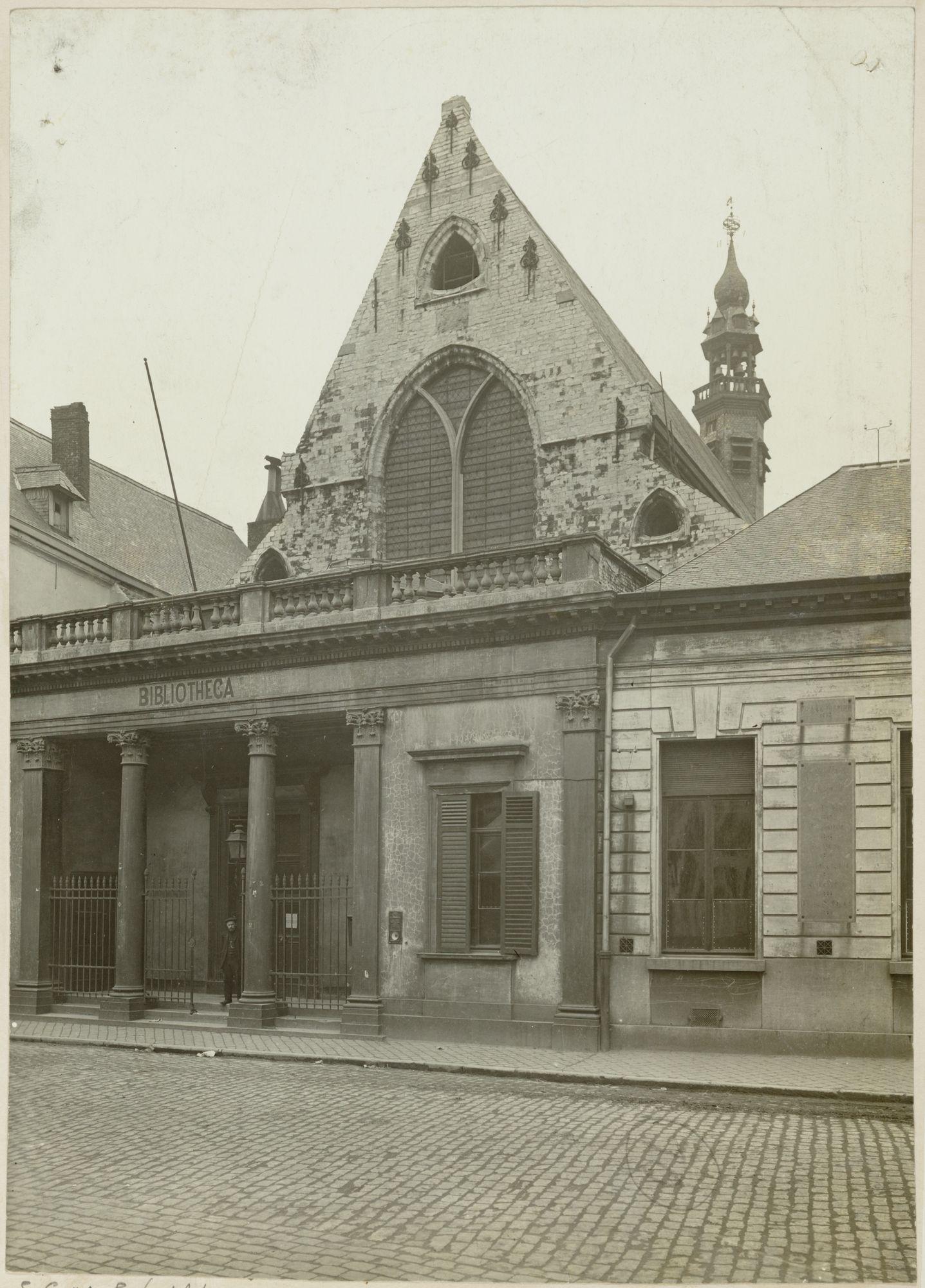 Gent: Ottogracht: Baudeloabdij: Stads- en Universiteitsbibliotheek: gevel