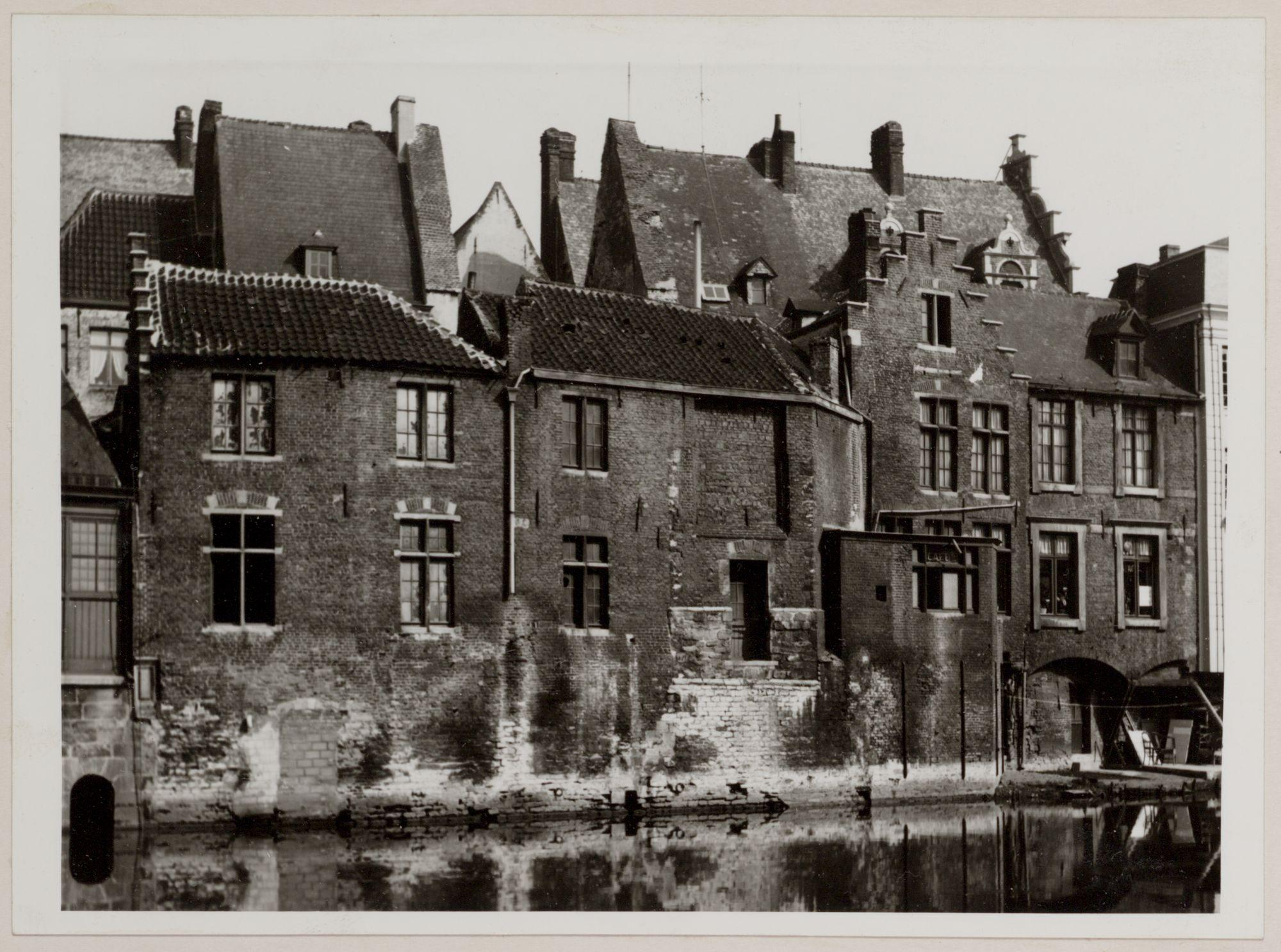 Gent: Leie en achtergevels van huizen naast de Vleeshuisbrug