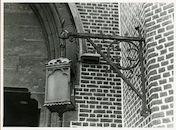 Gent: Forelstraat: Sint-Antoniuskerk: lantaren aan galg, 1979