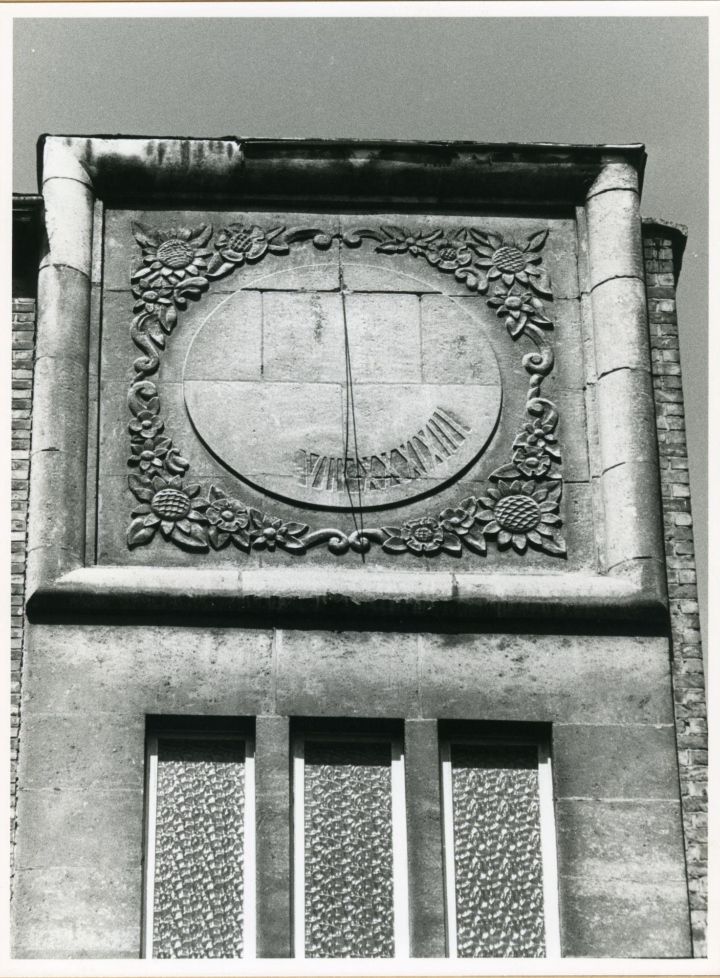 Gent: Tentoonstellingslaan 42-48: Beeldhouwwerk, 1980