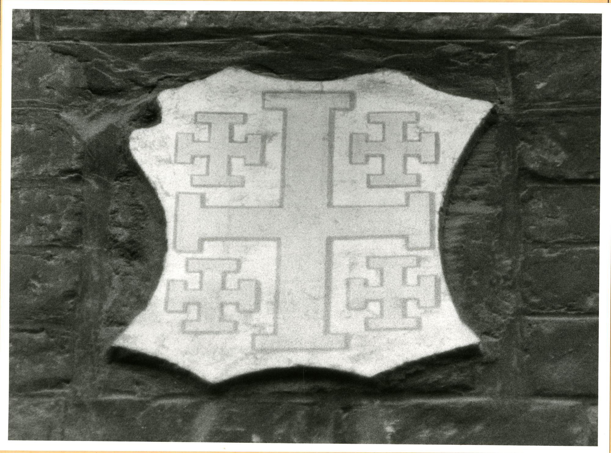 Gent: Hoogpoort: St-Jorishof: Cartouche: wapenschild van Jeruzalem, 1979