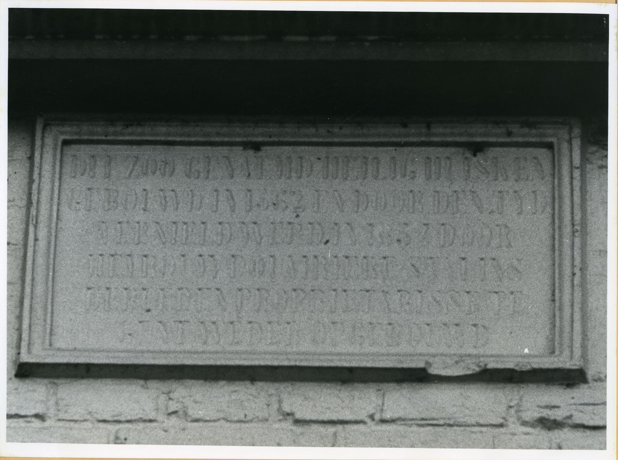 Drongen: Slingerstraat 1: Gedenkplaat, 1979