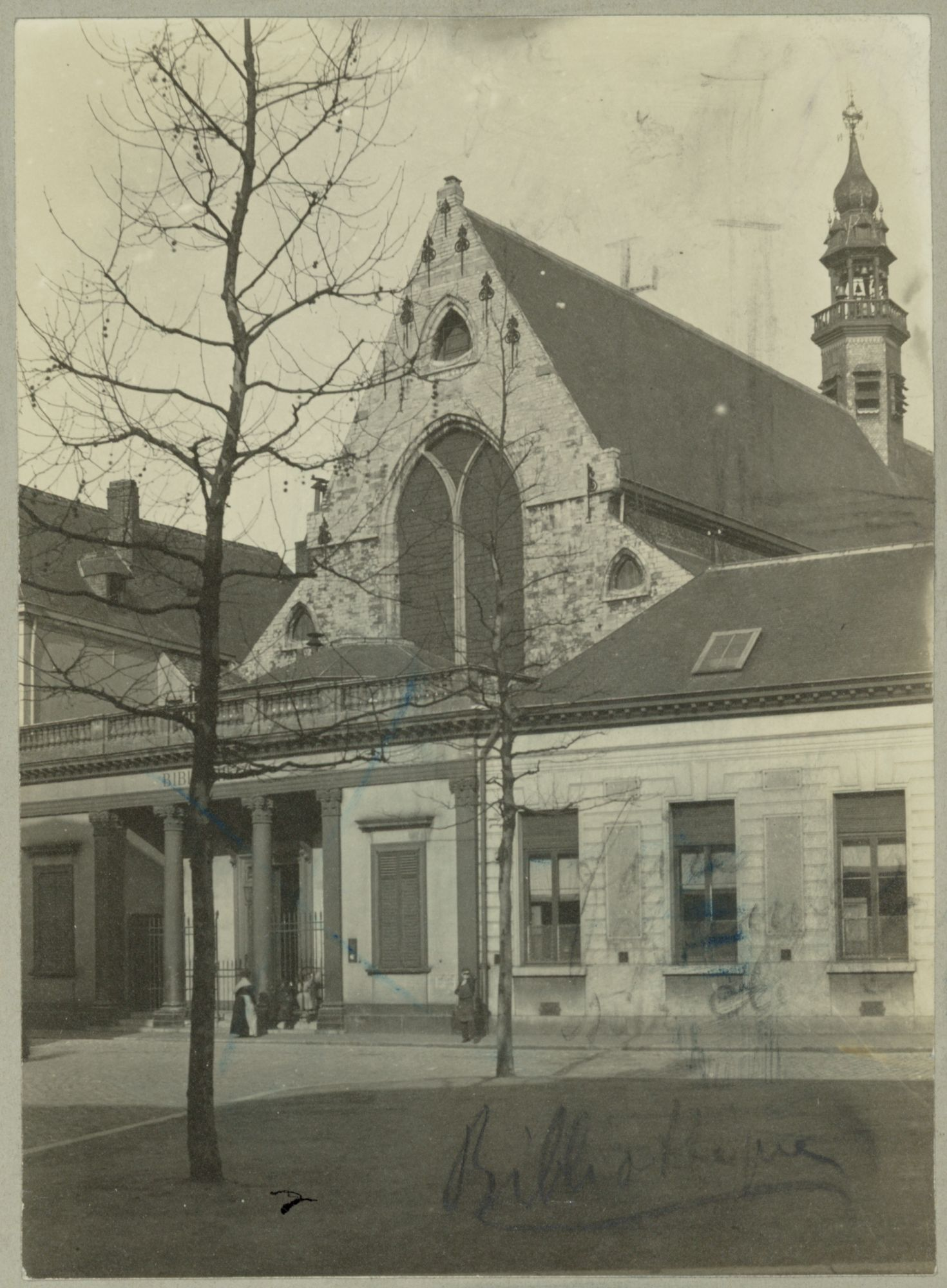 Gent: Ottogracht: Baudeloabdij (Stads- en Universiteitsbibliotheek): gevel