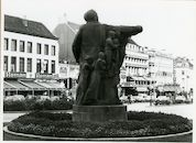 Gent: Frankrijkplein: standbeeld: Edward Anseele, 1980
