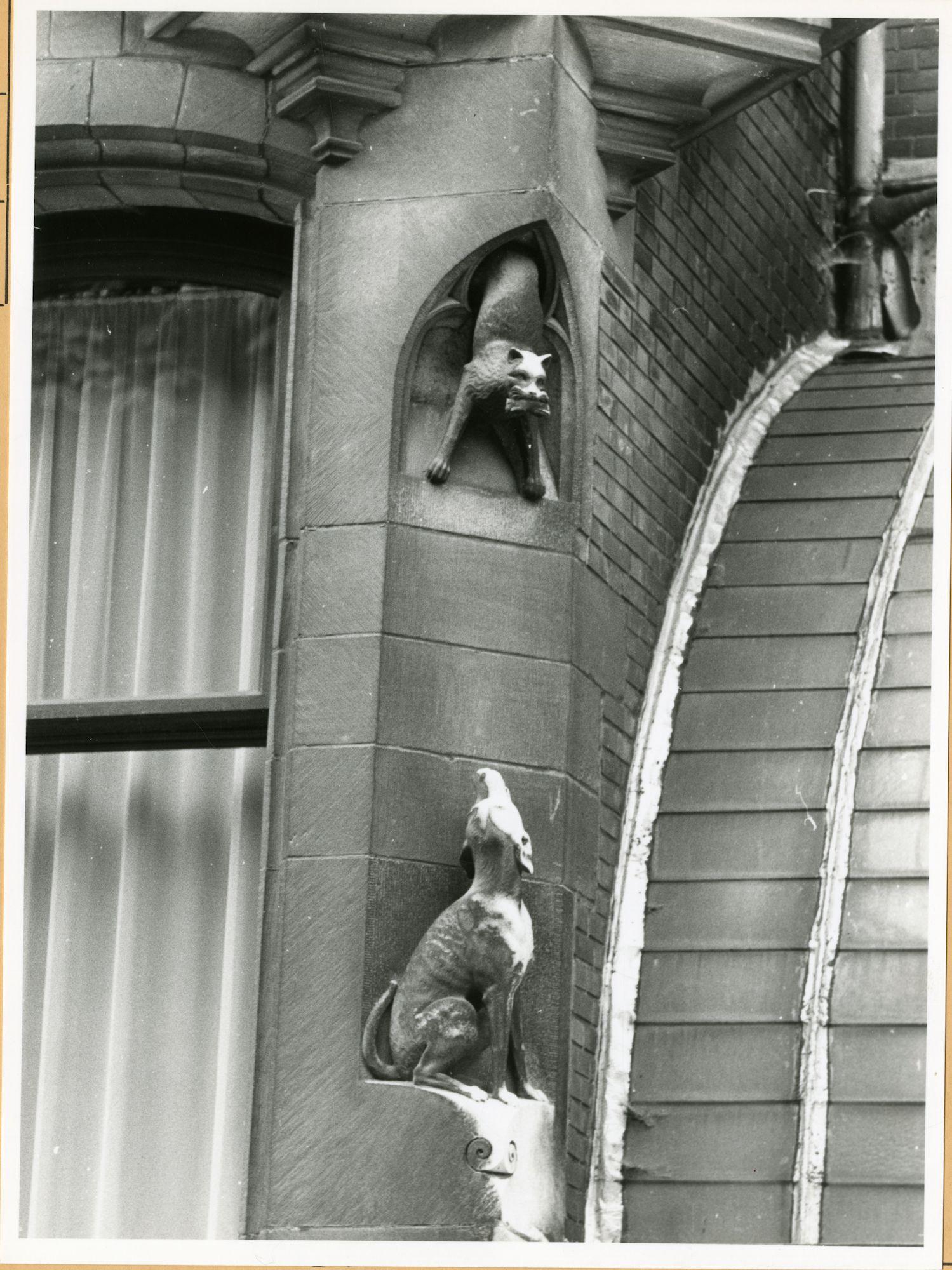 Gent: Koningin Leopold II-laan 21: Gevelbeeld, 1979