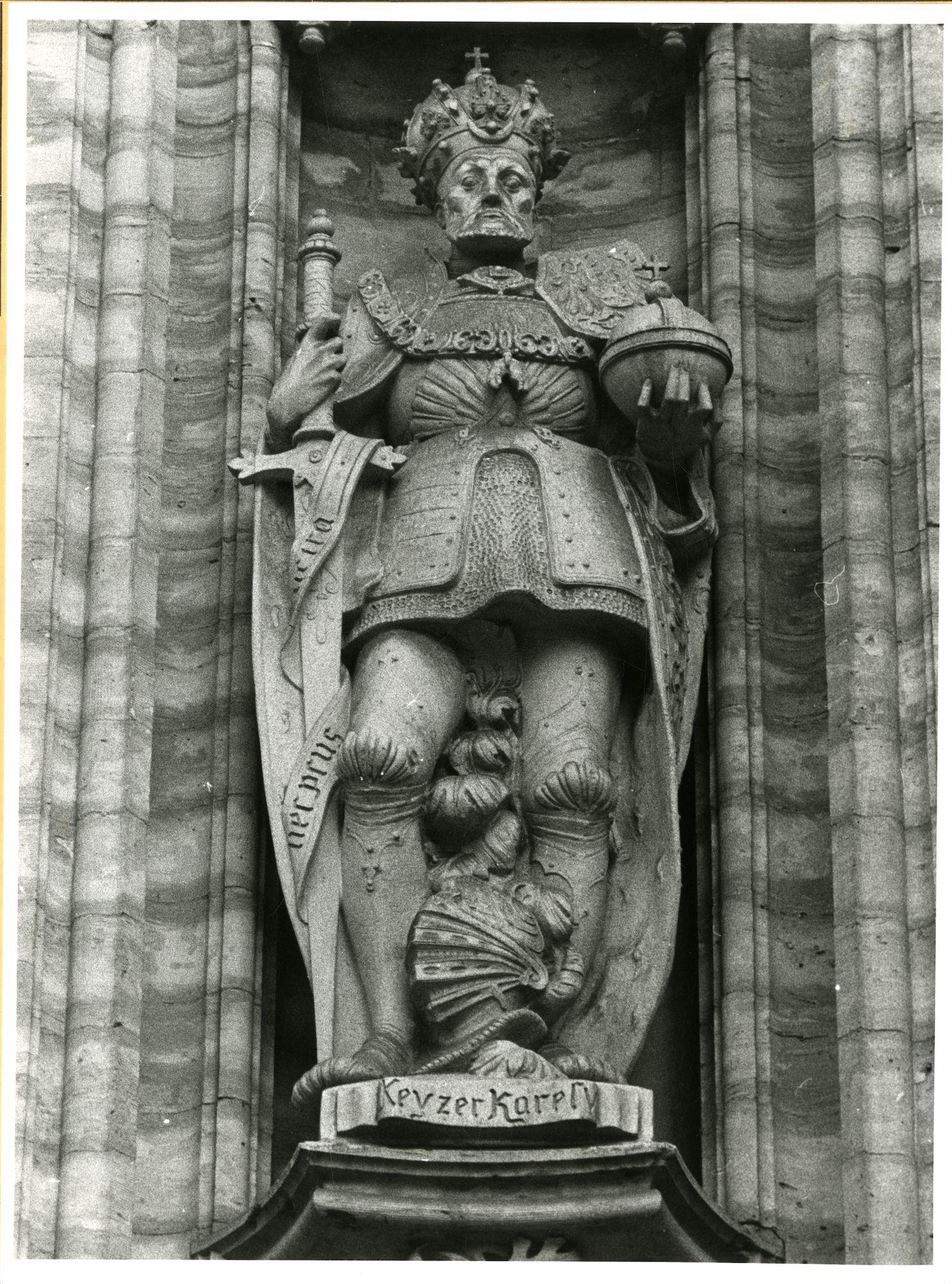 Gent: Botermarkt: stadhuis: nisbeeld: Keizer Karel