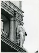 Gent: Vrijdagmarkt 9-10: Gevelbeeld, 1979
