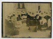 Gent: Lange Violettestraat: Begijnhof Onze-Lieve-Vrouw ter Hoyen of Klein Begijnhof: naaiwerk bij de begijnen, 1915-1916