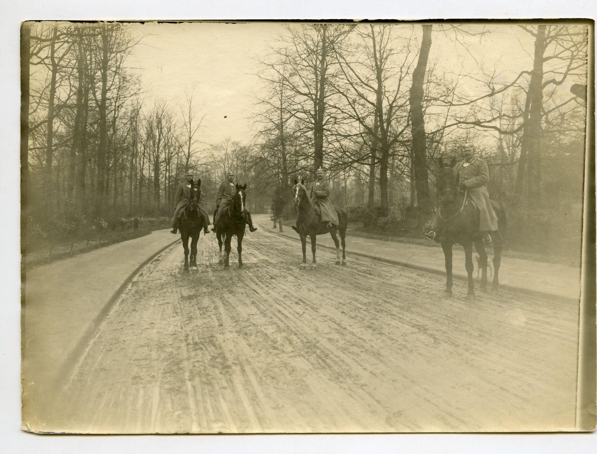 Gent: Citadelpark (?): gendarmeriepatrouille (militaire politie te paard), 1915-1916