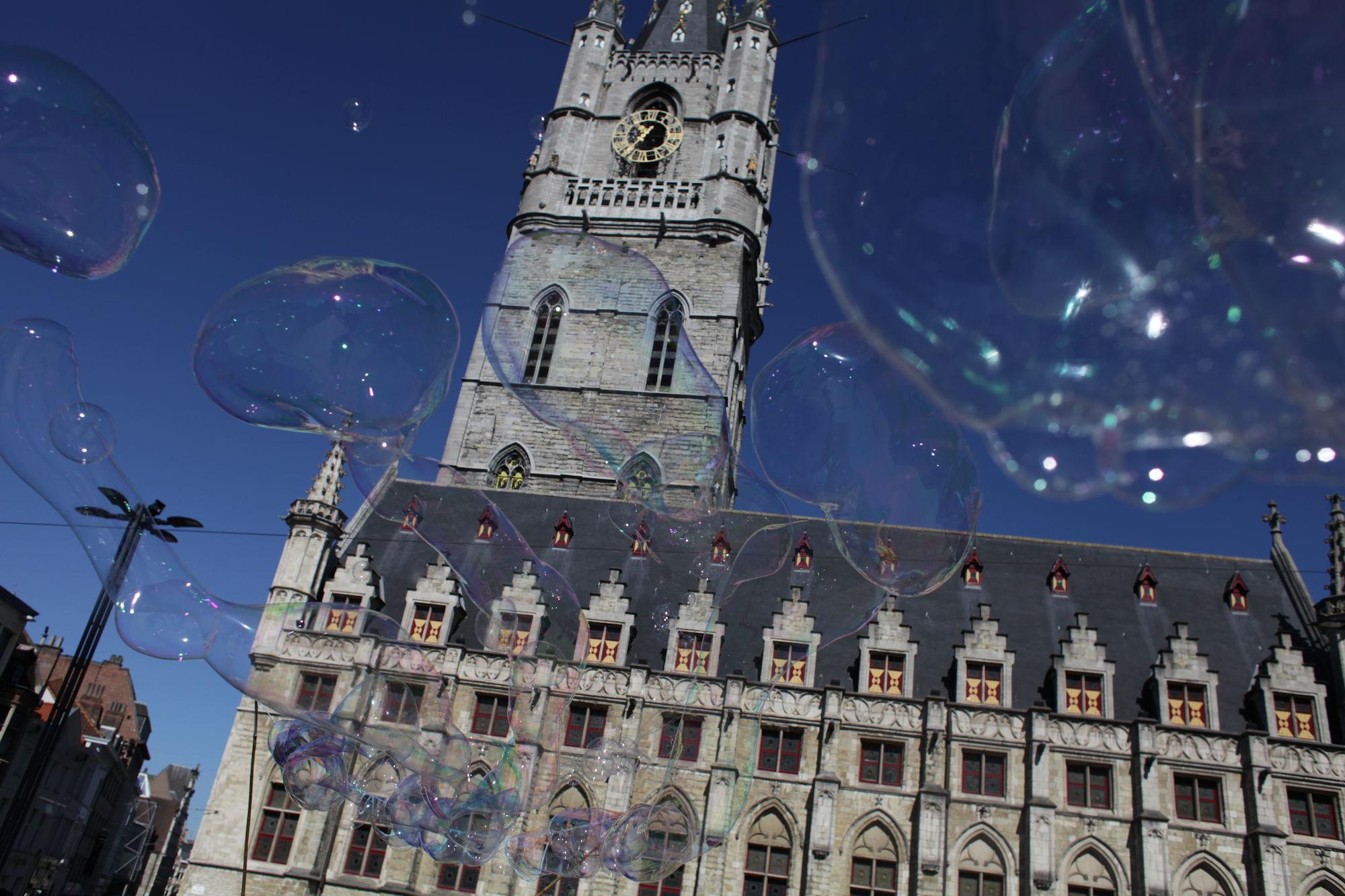 2019-05-14 Stad Gent_St Baafsplein Belfort Zeepbellen_IMG_9815.JPG
