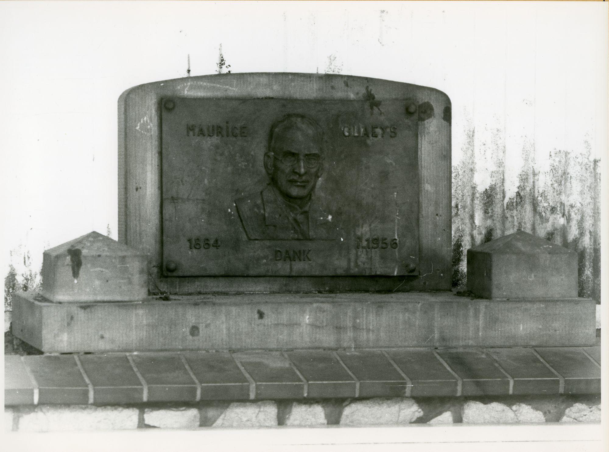 Mariakerke: Maurice Claeysplein: Gedenkplaat, 1979