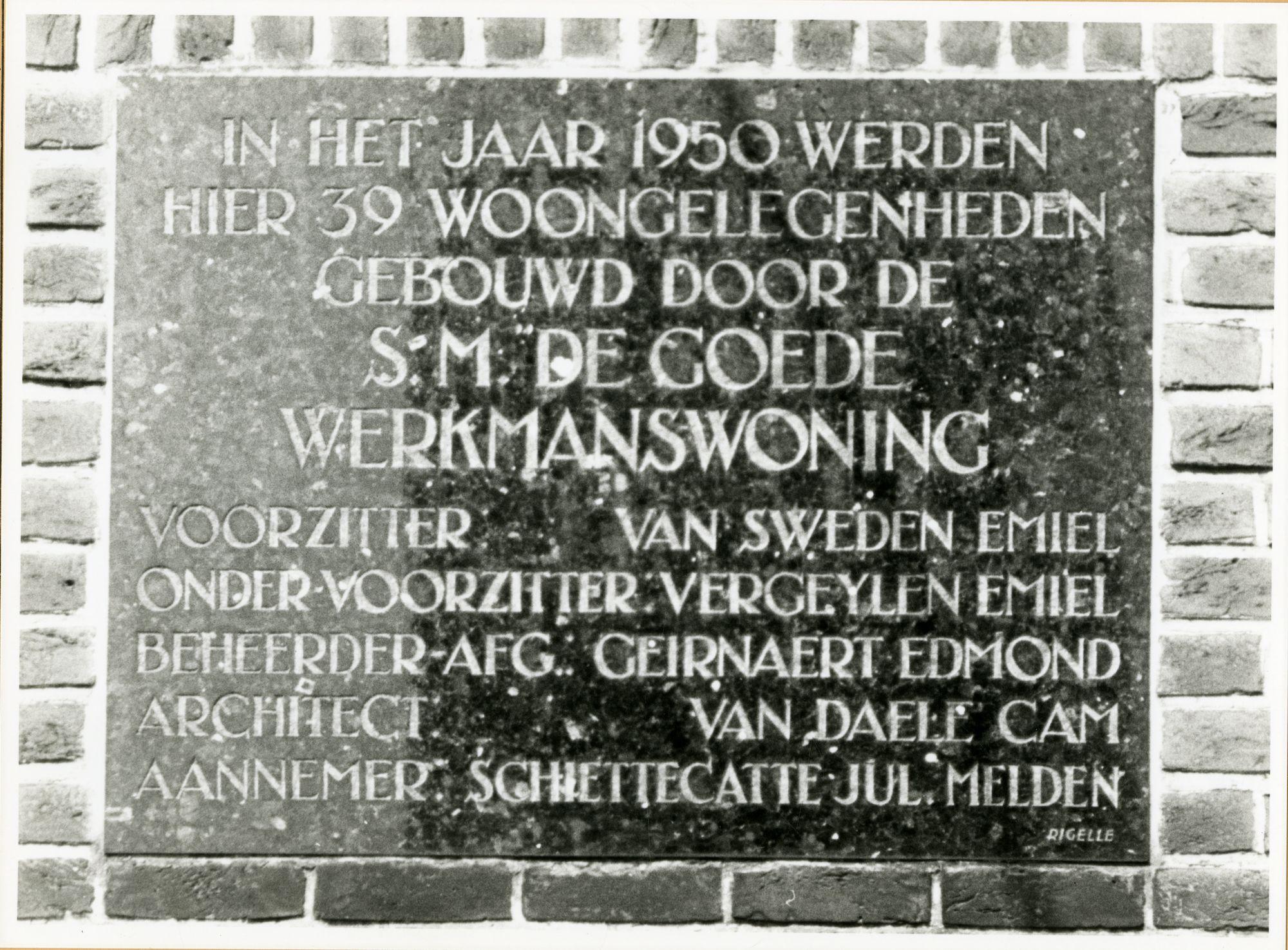 Gent: Gilles de Sutterstraat: gedenkplaat: S.M. De Goede Werkmanswoning, 1979