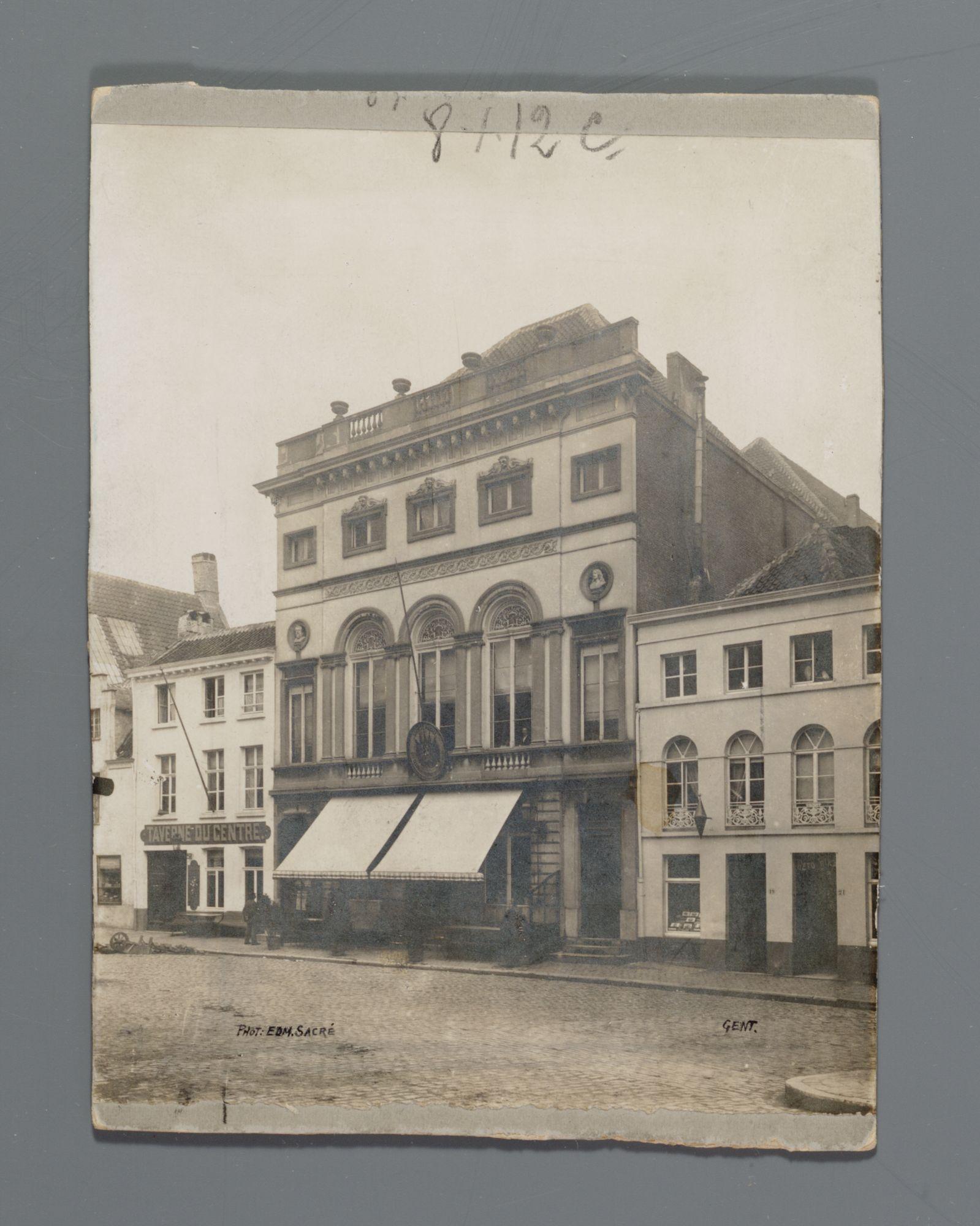 Gent: Walpoortstraat: Minardschouwburg en Taverne du Centre