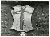 Gent: Hoogpoort: St-Jorishof: Cartouche: wapenschild van sint-Jorisgilde, 1979