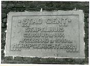 Gent: Stapelplein: Gedenkplaat, 1979