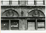Gent: Burgstraat 4: reliëfs: Filips de Stoute en Jan zonder Vrees