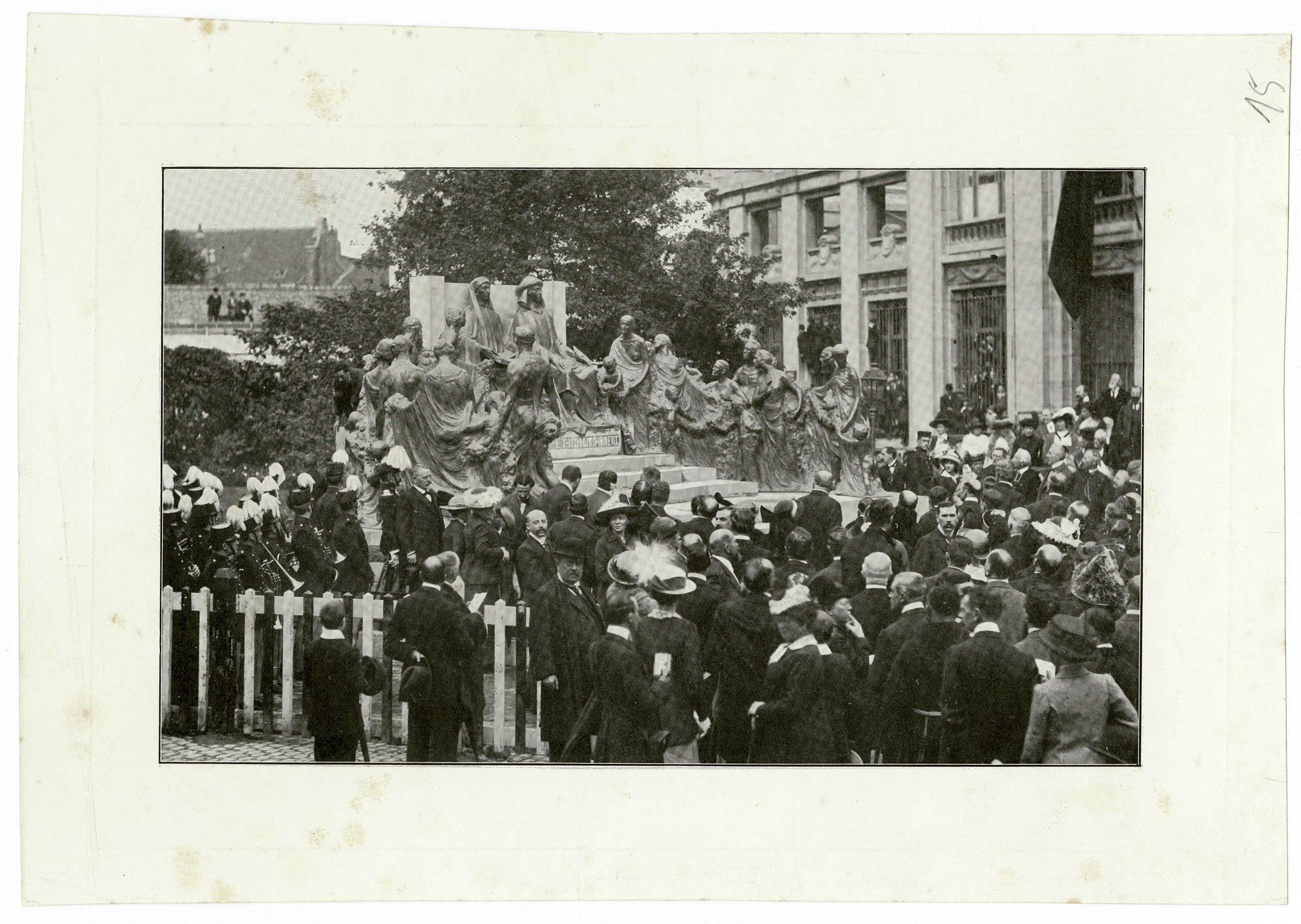Gent: Limburgstraat: Inhuldiging standbeeld Gebroeders Van Eyck