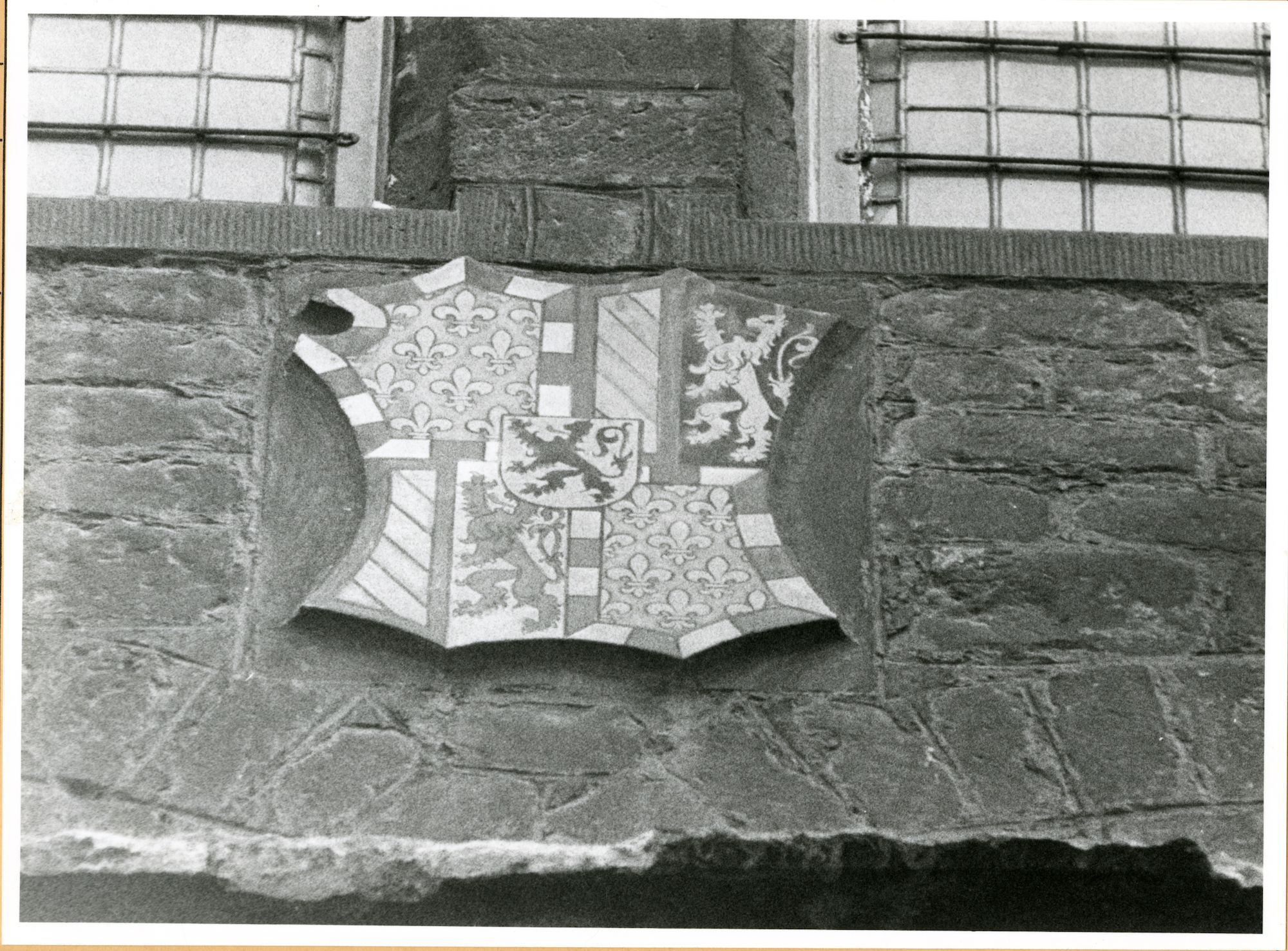 Gent: Hoogpoort: St-Jorishof: Cartouche: wapenschild van Philips de Goede, 1979