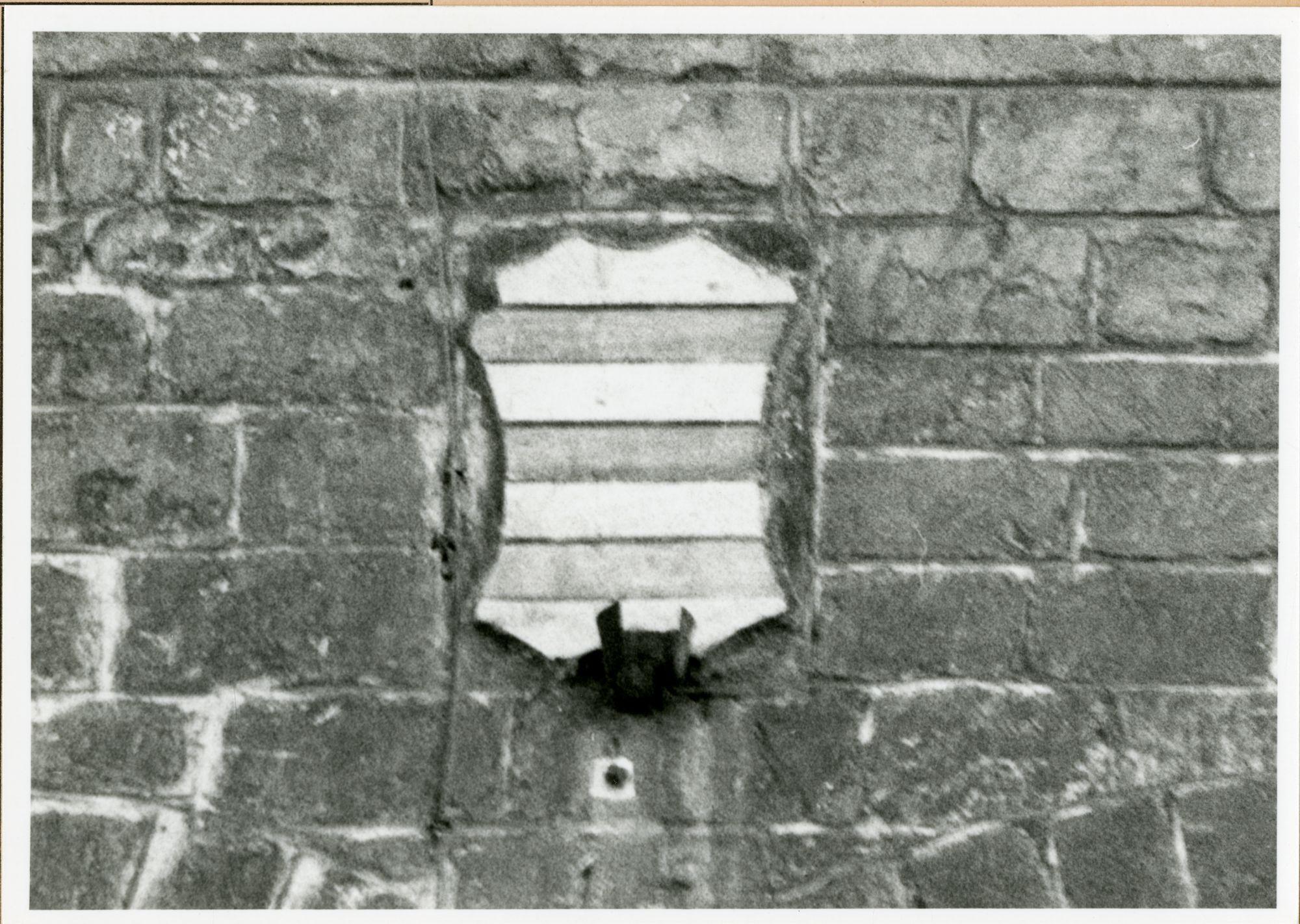 Gent: Hoogpoort: St-Jorishof: Cartouche: wapenschild, 1980