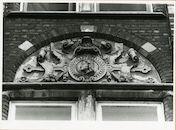 Gent: Coupure Links 179-181: kliniek Toevlucht van Maria: reliëf: hoofden