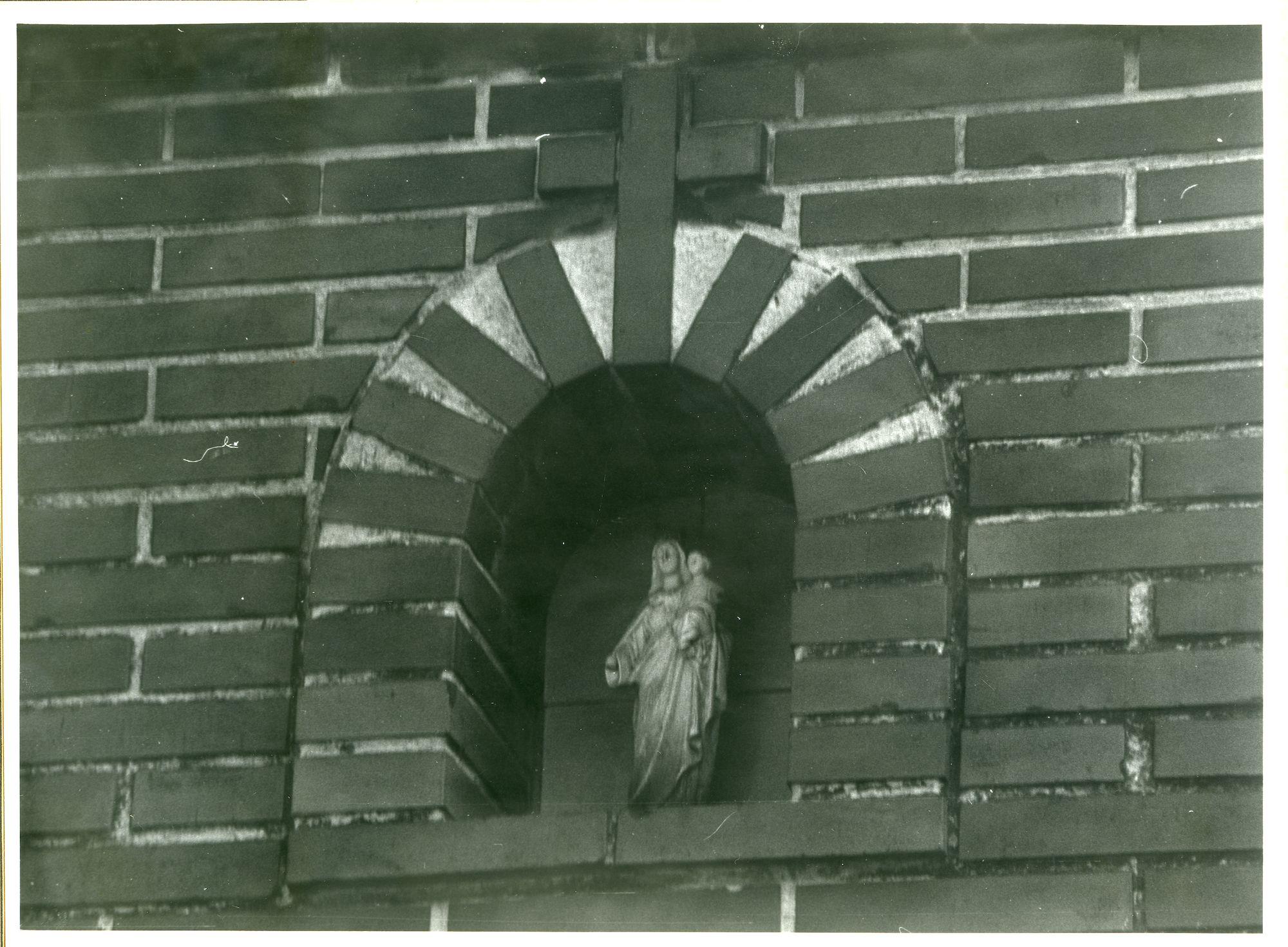 Sint-Denijs-Westrem: Lauwstraat 12: Gevelbeeld, 1979