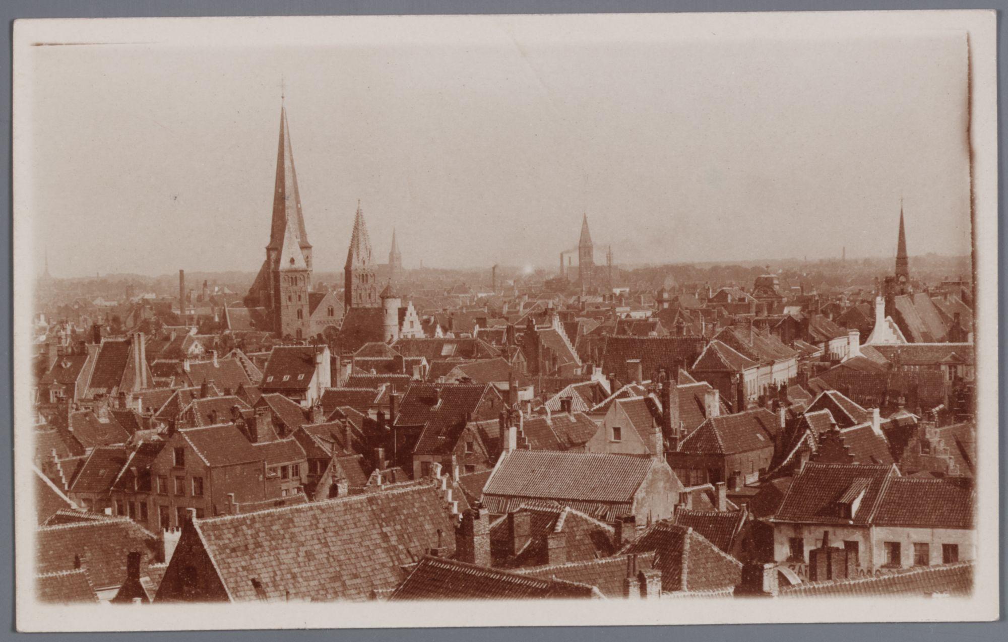 Gent: panoramazicht met de Sint-Jacobskerk en daken van huizen