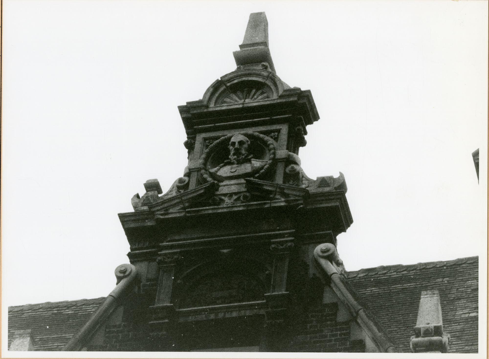 Gent: Limburgstraat 26: Buste, 1980