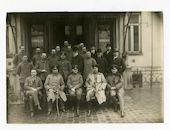 Gent: Gouvernementstraat 1: groepsportret van de president en het personeel van de Zivilverwaltung für die Provinz Ost-Flandern (Burgerlijk bestuur van de provincie Oost-Vlaanderen), 1915-1916